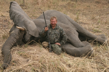 В Москве завершилась выставка Оружие и охота 2010. Члены стрел…